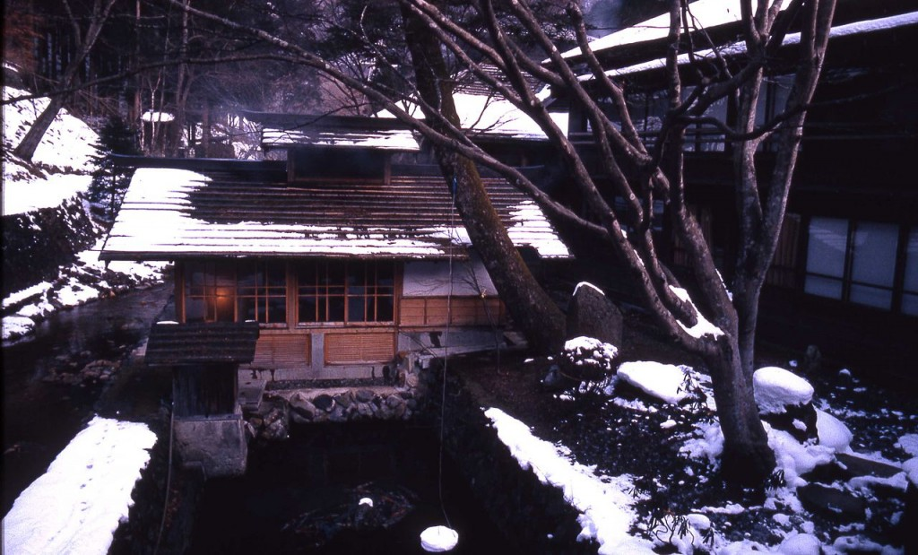 1280px-Spa_bath_at_Hoshi_Ryokan