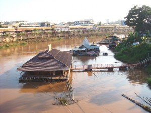 House-boats_001,_Phitsanulok,_Sukhothai,_Thailand