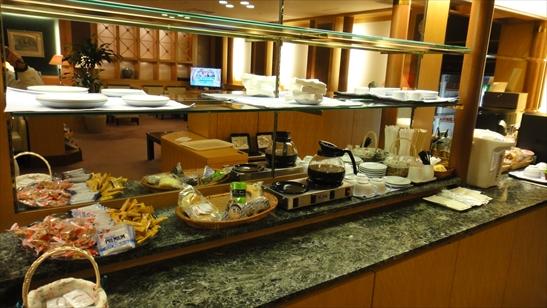 関西国際空港 北ターミナル  KALビジネスクラスラウンジ 食べ物のスペース