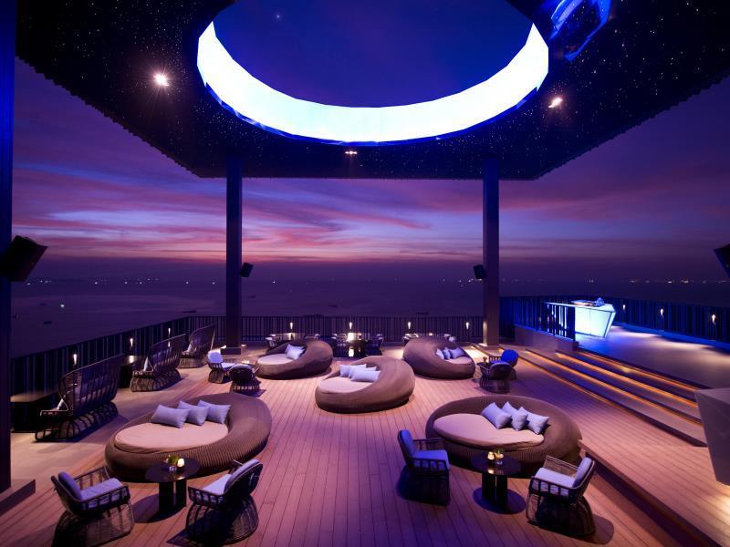 hilton-hotel-pattaya-bar2
