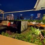 ルーフトップバーがあるスクンビットのホテル ル フェニックス スクンビット 11 バンコク バイ コンパス ホスピタリティ