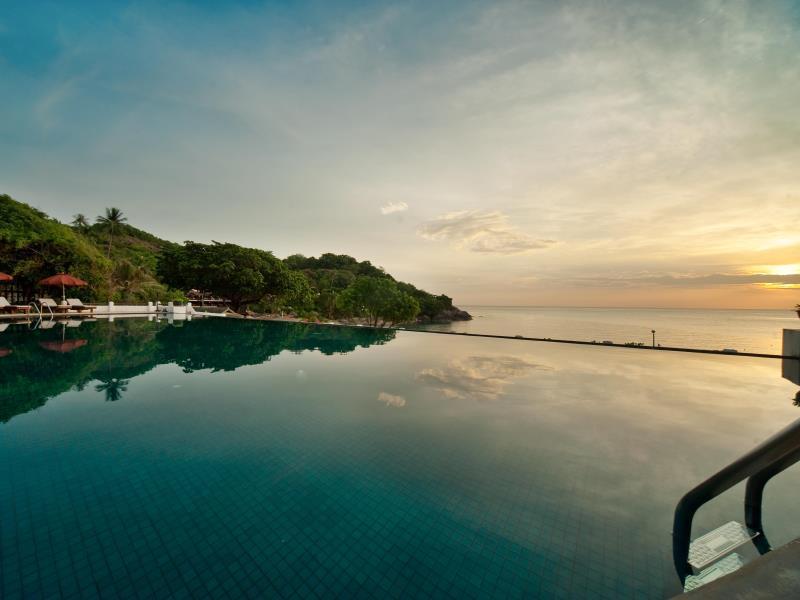 the-tongsai-bay-hotelのプールからの景色